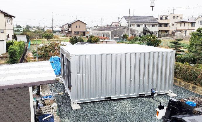 静岡県浜松市 中古コンテナ20ft観音側シャッター2本・ベニヤ張り1本設置