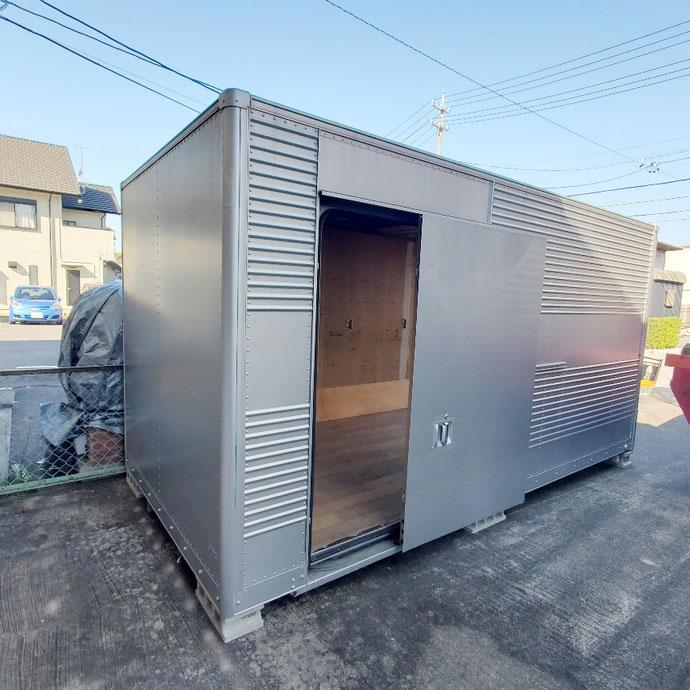 愛知県岡崎市 中古2tアルミコンテナドアシャッター付納品