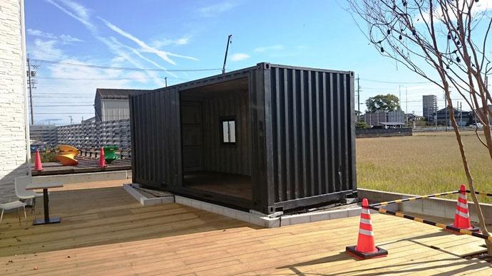 愛知県安城市 中古コンテナ20ft改造・マットブラック塗装納品