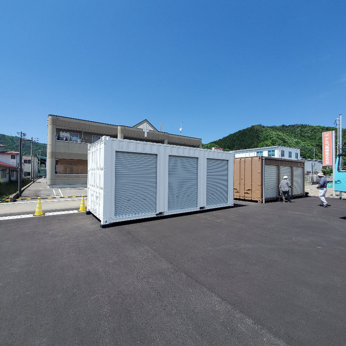 岐阜県高山市 中古コンテナ20ft3シャッターホワイト塗装設置