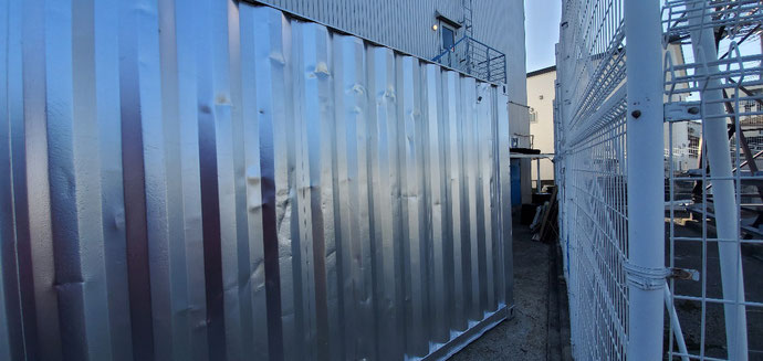 和歌山県和歌山市 中古コンテナ20ftシルバー塗装設置