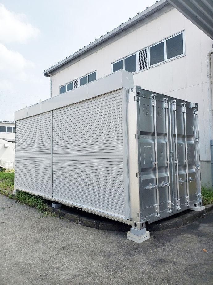 岐阜県関市 中古コンテナ20ftフルシャッター付シルバー設置