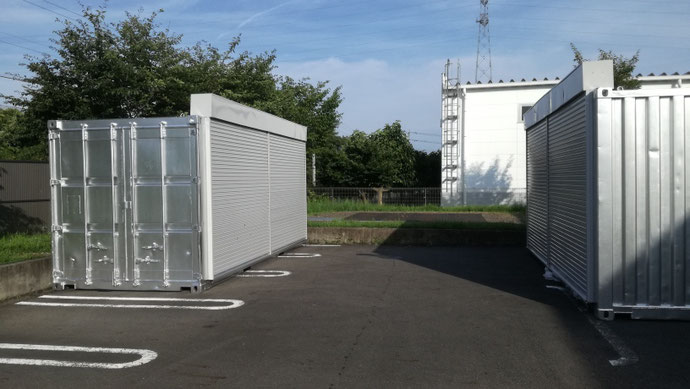 岐阜県関市 中古コンテナ20ft外付けフルシャッター付・シルバー塗装移設