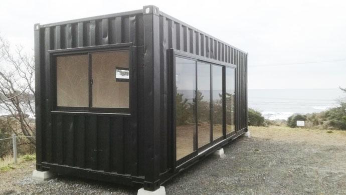 福井県福井市 中古コンテナ20ftブラック塗装+窓+内装設置