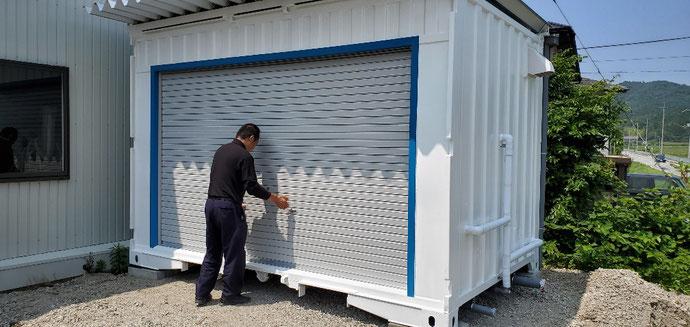 滋賀県米原市 中古貨物コンテナ12ft屋根付きトイレコンテナ仕様設置
