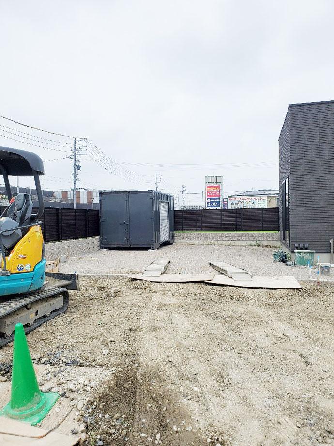 岐阜県羽島市 中古コンテナ12ftシャッター・グレー塗装設置