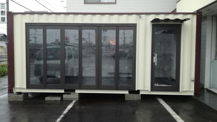 愛知県一宮市 NEWVANコンテナ20ft内装・カウンターテーブル足置き・折れ戸・FIX窓設置