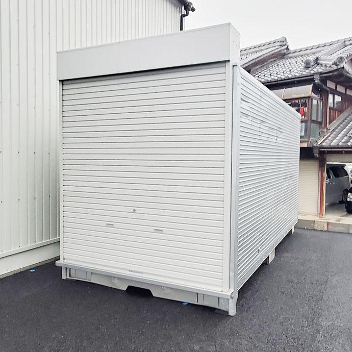 滋賀県東近江市 中古2tアルミコンテナ新品シャッター付設置