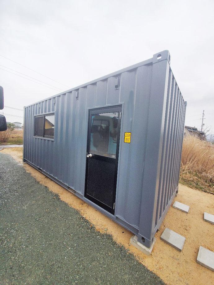 滋賀県高島市 NEWVANコンテナ20ft窓・ドア付きグレー設置