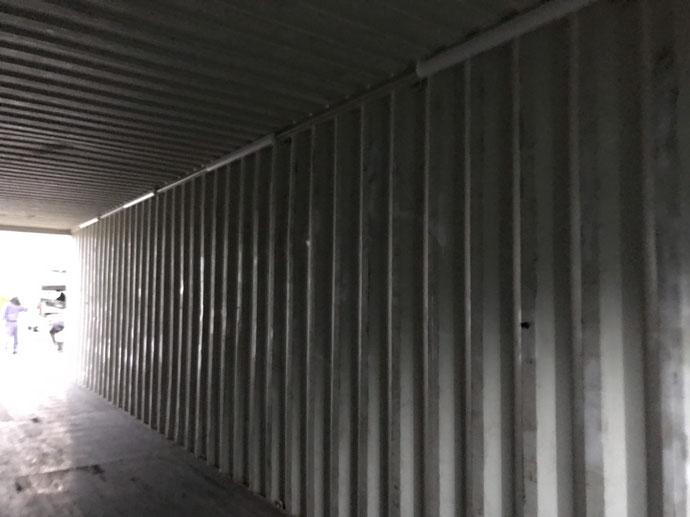 知多郡武豊町 中古コンテナ40ft40ftハイキューブ×2本シルバー・外付けシャッター・蛍光灯・換気扇・ドア他設置