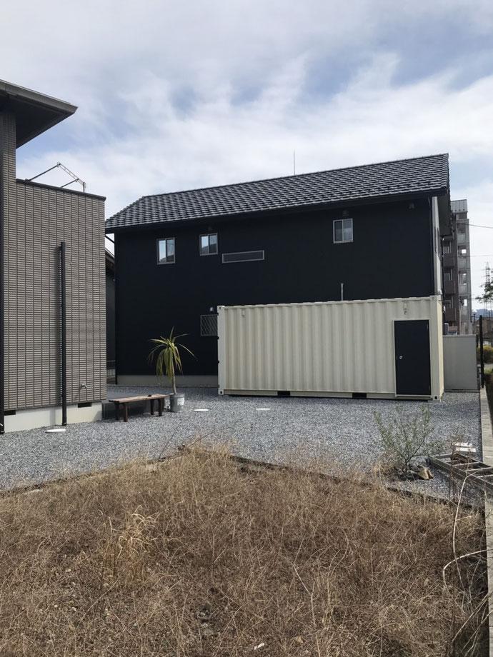 加茂郡川辺町 NEWVANコンテナ20ftアイボリー フラッシュドア+ステンフード設置