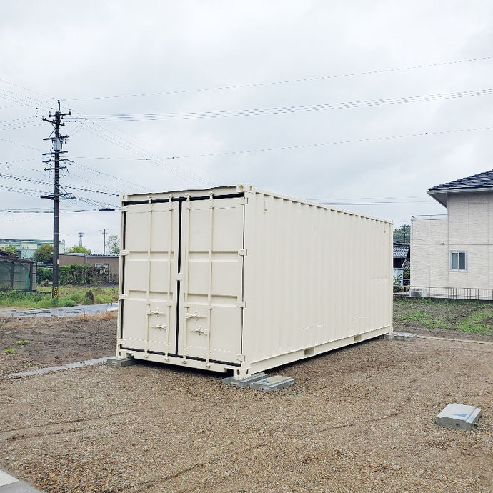 岐阜県各務原市 中古コンテナ20ftアイボリー塗装設置