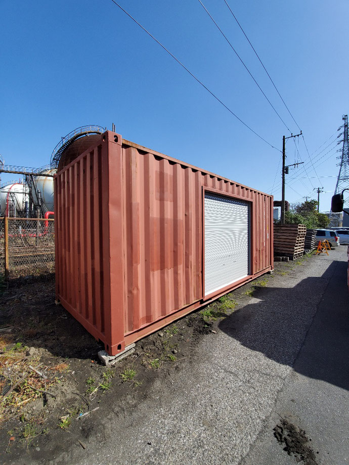神奈川県川崎市 中古コンテナ20ftシャッター付設置