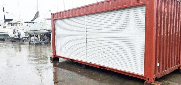 神奈川県逗子市 中古コンテナ20ftフルシャッター付電気工事・換気扇他設置