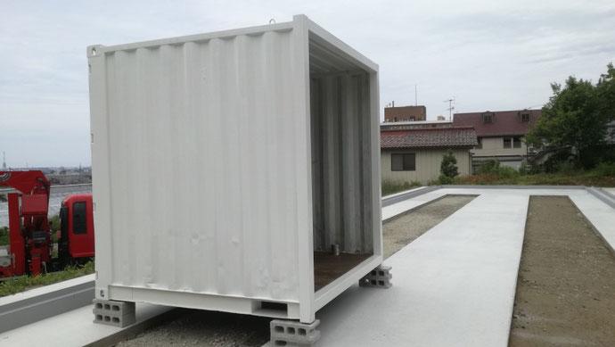 石川県金沢市 20ftコンテナ切り詰め縮小改造 ドアクローザー・ホワイト塗装設置