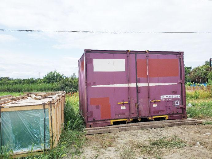 名古屋市港区 中古コンテナ20ft4枚引戸・ アウトレット換気付グレー塗装納品