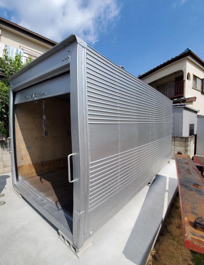 埼玉県坂戸市 2tアルミコンテナサイドドアシャッター納品