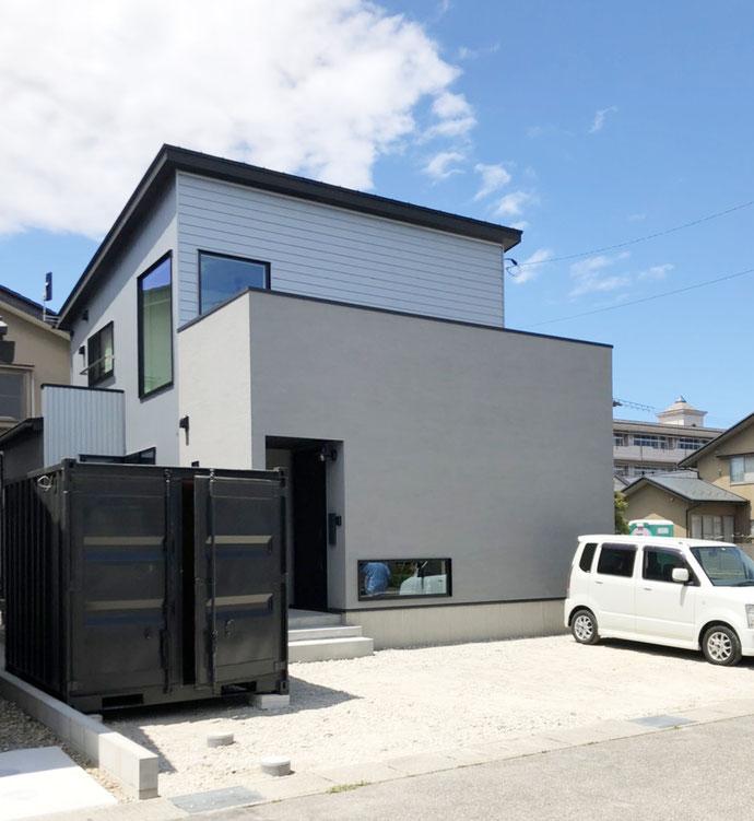 石川県金沢市 中古コンテナ3分艶グレー・内装断熱・OSB貼り・LED・スイッチ他付納品