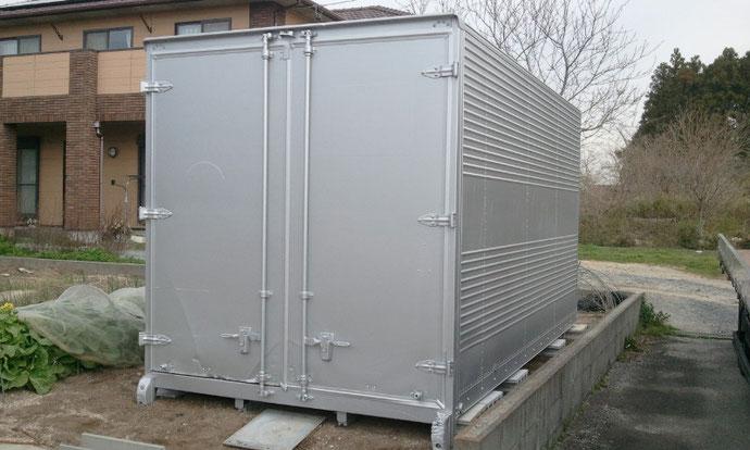 三重県菰野町 資材置き場として中古2トンアルミコンテナの納品