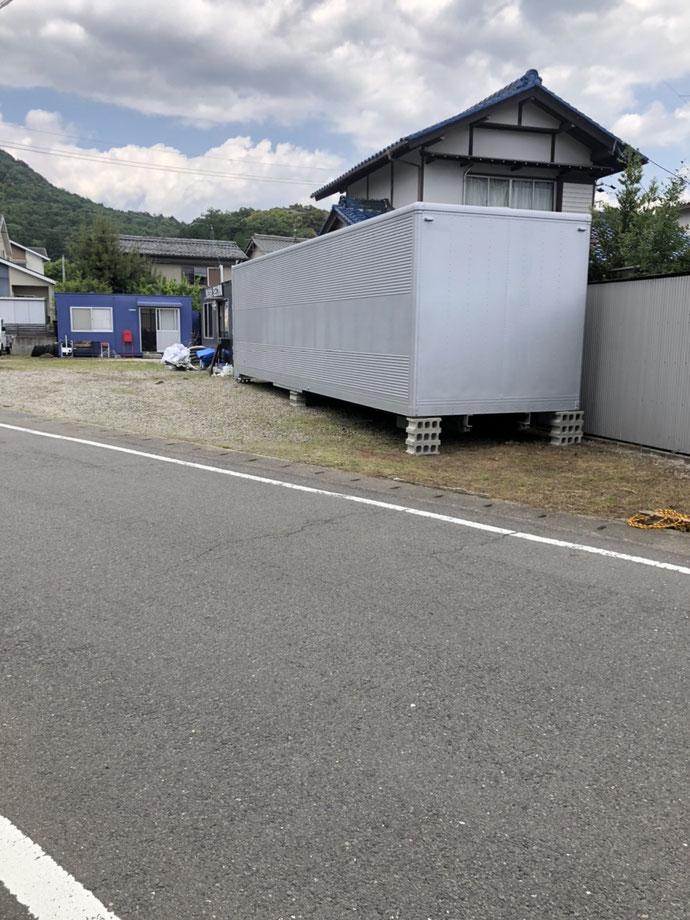 岐阜県本巣市 中古大型アルミコンテナ現状品設置
