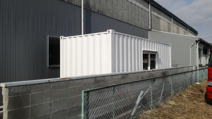 揖斐郡池田町 中古コンテナ20ftドア・窓付設置