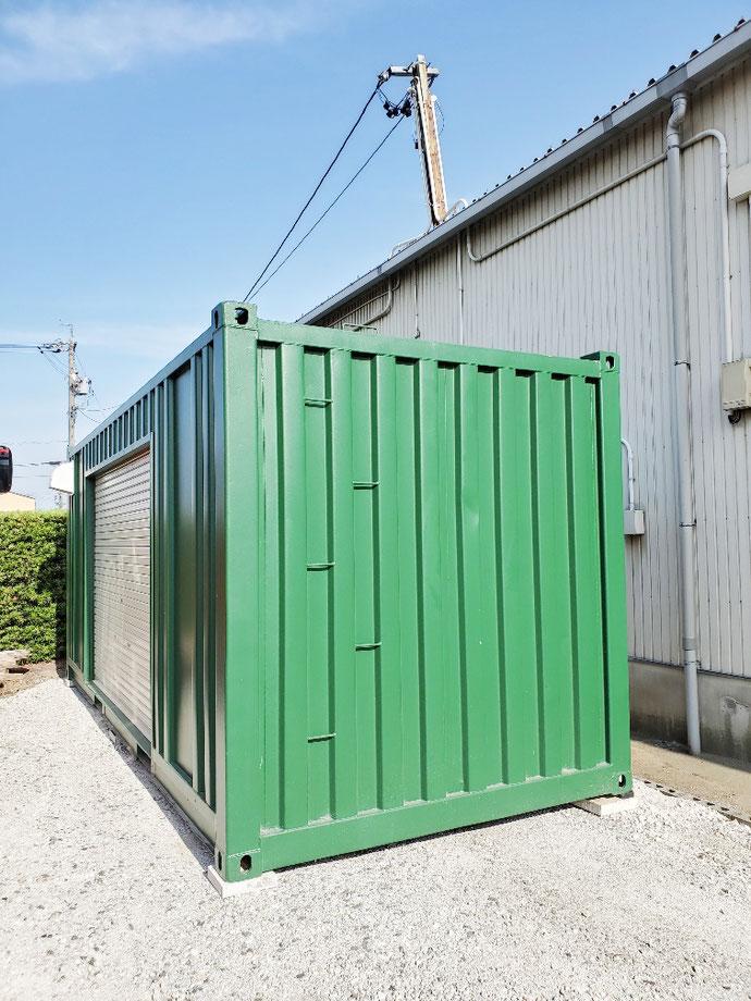 岐阜県大垣市 中古コンテナ20ft換気口×2・シャッター付グリーン塗装設置