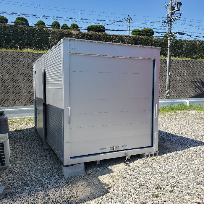 愛知県豊田市 中古2tアルミコンテナサイドドア・シャッター付設置