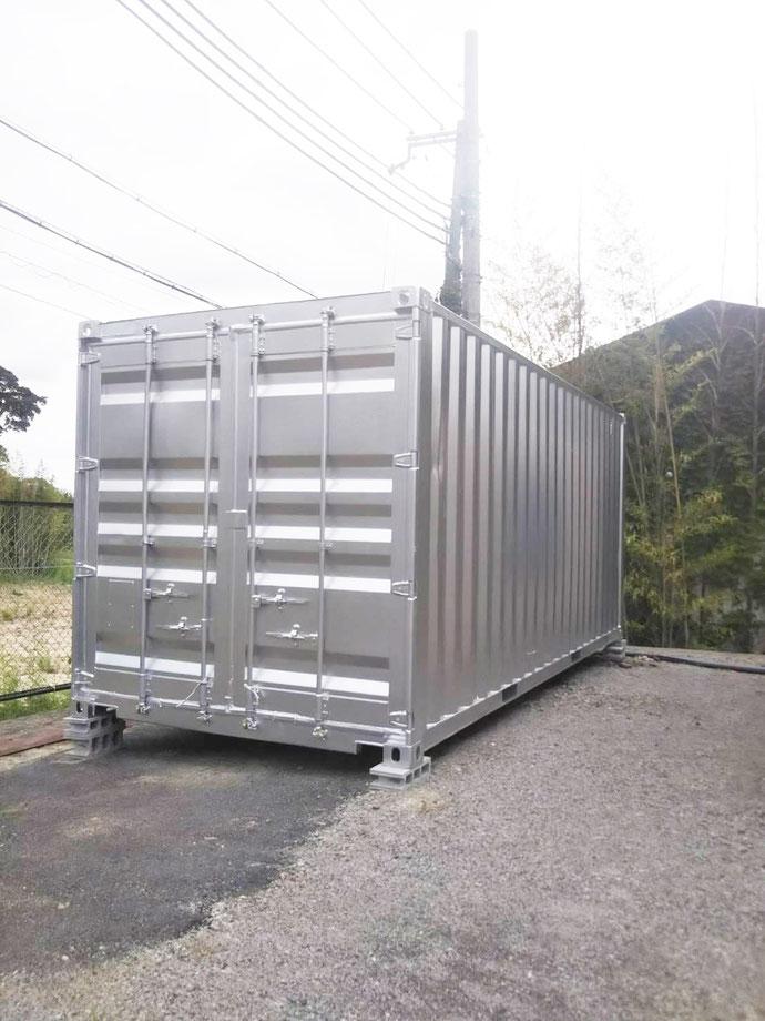 滋賀県蒲生郡 中古コンテナ20ftシルバー塗装クレーン設置