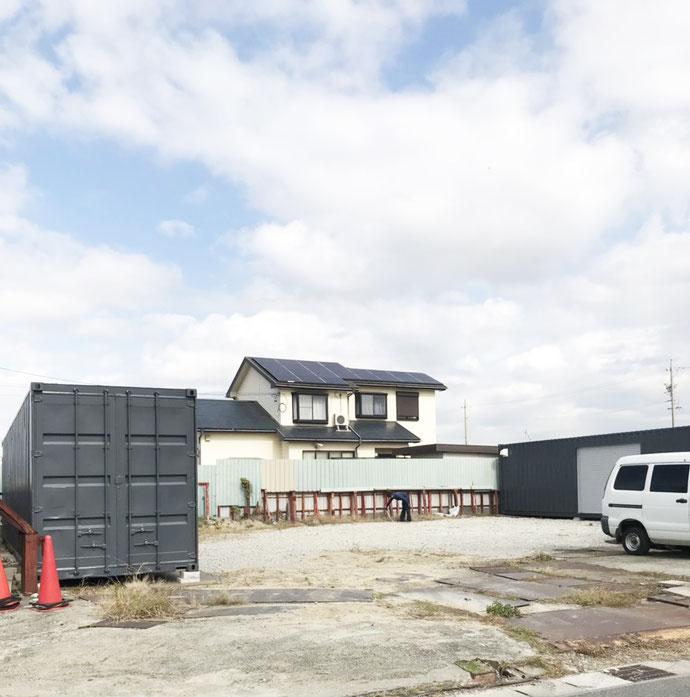 愛知県あま市 中古コンテナ40ftハイキューブ・換気扇・シャッター3000付グレー塗装設置