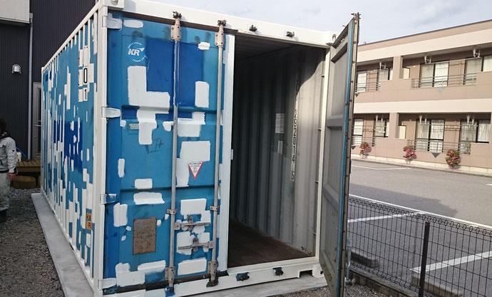 愛知県一宮市 中古コンテナ20ftシャッター改造・シルバー塗装納品