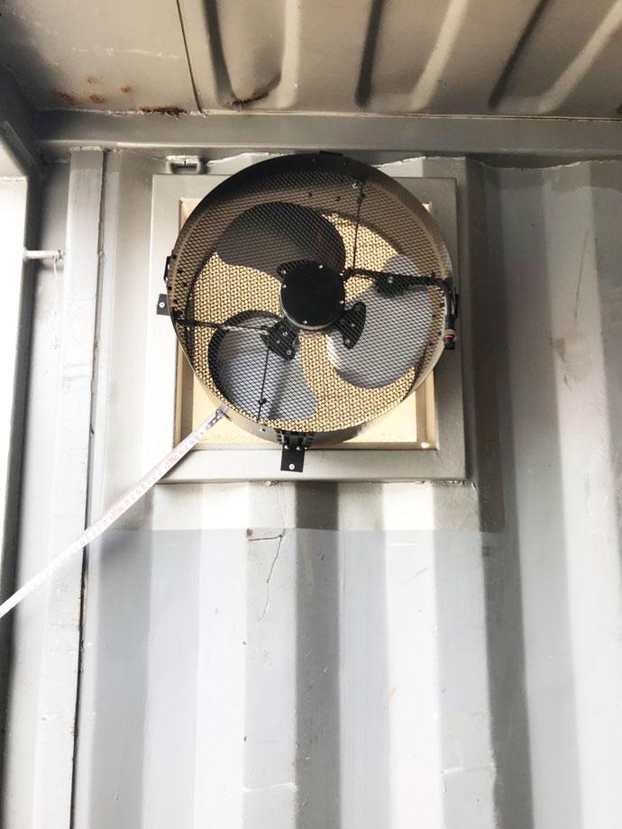 群馬県前橋市 中古コンテナ20ftアスファルーフ・折半屋根・換気扇・ステンレスフック溶接設置