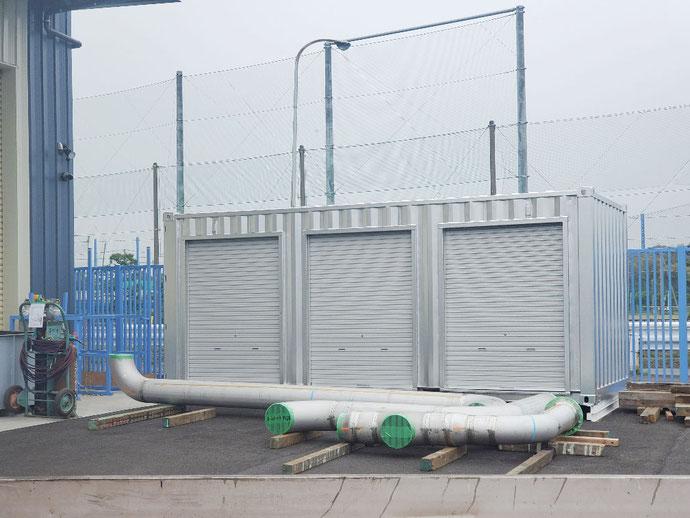 千葉県木更津市 中古コンテナ20ftシルバー塗装3シャッター設置