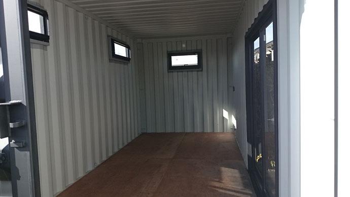 岐阜県瑞穂市 NEWVANマットブラック塗装 窓×4