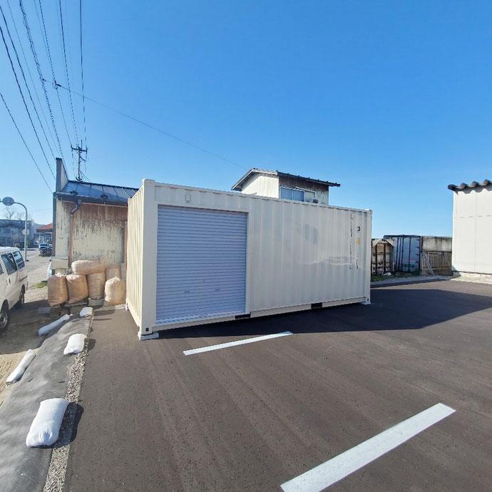山形県鶴岡市 NEWVANコンテナ20ftシャッター付アイボリー納品