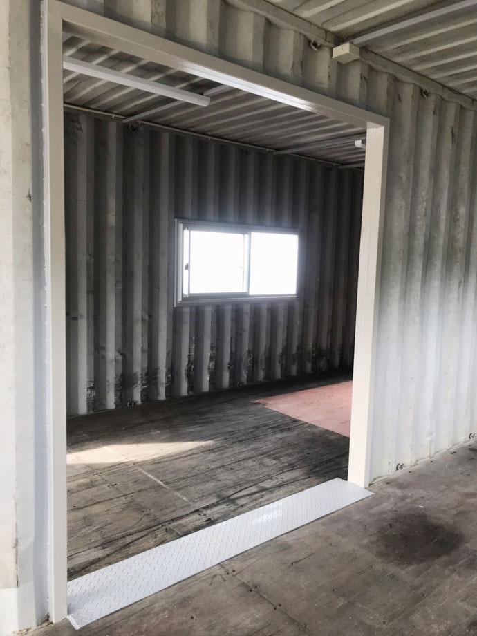 岐阜県可児市 中古コンテナ40ftハイキューブ・シャッター・電気・窓付×2本・合体設置