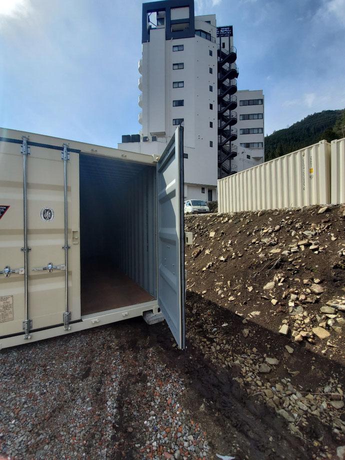 三重県松阪市 中古コンテナ20ft2シャッター・青白塗装設置