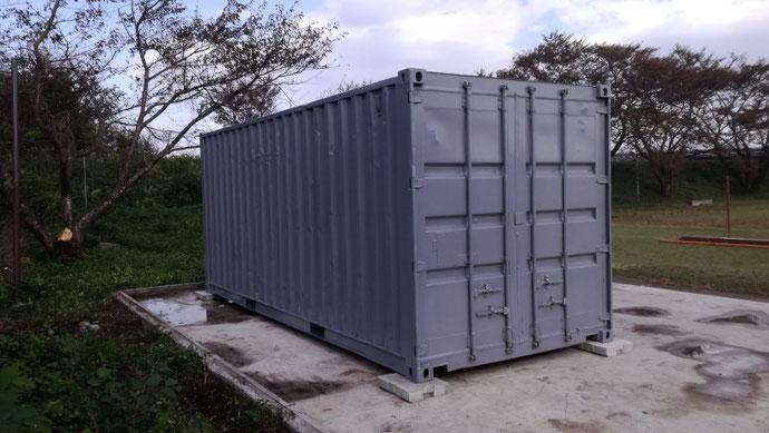 滋賀県高島市 中古コンテナ20ft1800シャッター付・グレー塗装設置
