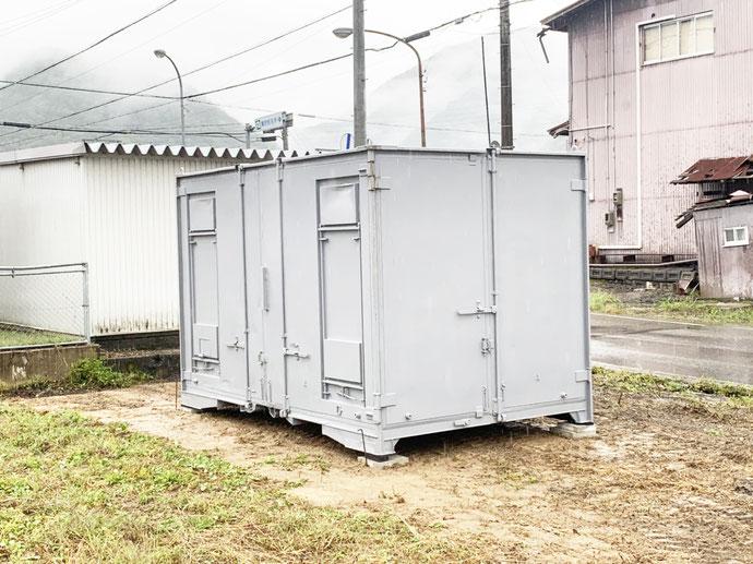 飛騨市古川町谷 中古コンテナ12ft貨物通風・グレー塗装設置