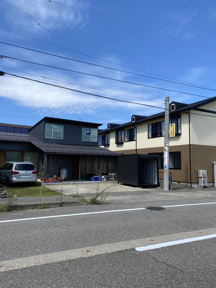 石川県白山市 中古コンテナ10ftクワトロシャッター付きブラック納品