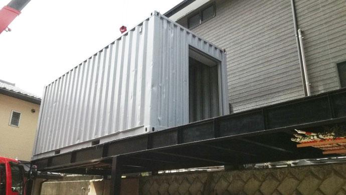 京都府京都市 中古コンテナ20ftシャッター付・グレー塗装設置