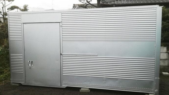 愛媛県伊予市 中古アルミコンテナ訳あり・ドア・鍵付き設置