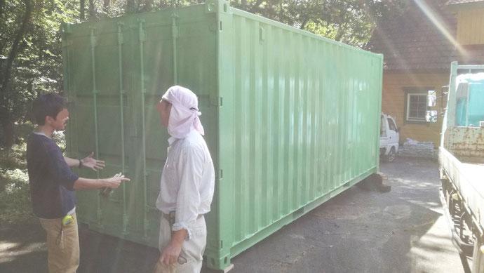 山梨県北社市 中古コンテナ20ftグリーン塗装設置