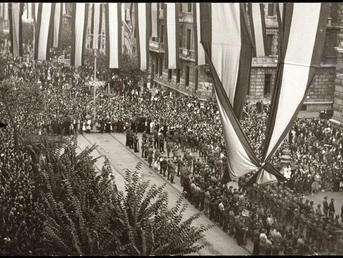 Franco-troppernes militærparade fejrer deres militære sejr i den baskiske by Bilbo (Bilbao)