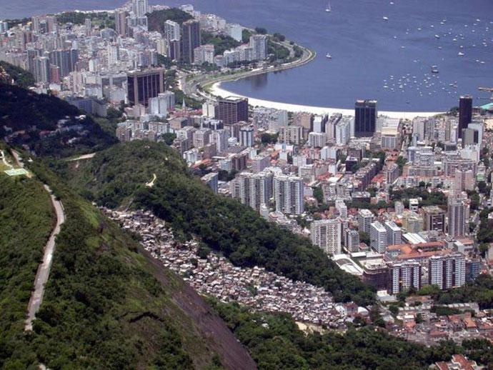 Favela 'Santa Marta' med udsigt over Rio de Janeiro