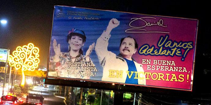 Præsident Daniel Ortega og hans kone Rosario Murillo Zambrana, vicepræsident. De er blevet kristne og gennemførte bl.a. en af Latinamerikas mest strikte abortlovgivninger ...