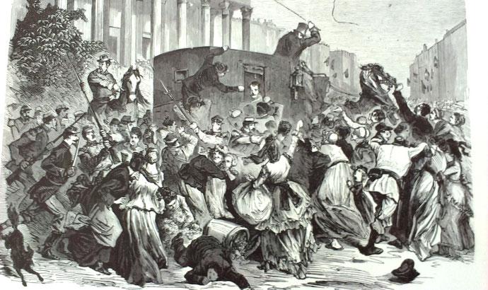 Gadens folk befrier fangerne, der er i varetægt hos det forhadte militærkorps (1871)