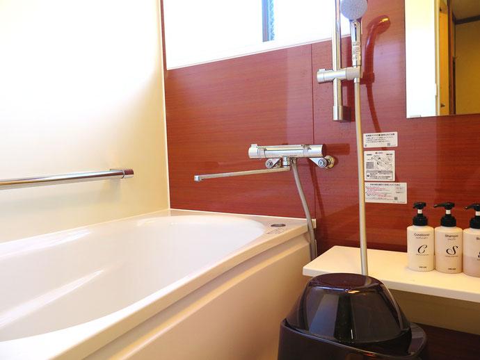 専用のバスタブは120cmの標準サイズ、いつでも気軽にご入浴が可能です