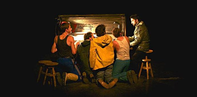 Acteurs de la pièce sur scène