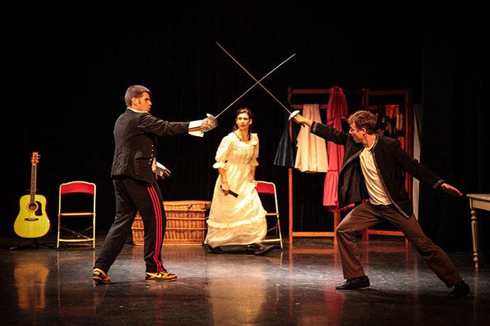 Photo de3 acteurs de la pièce sur scène