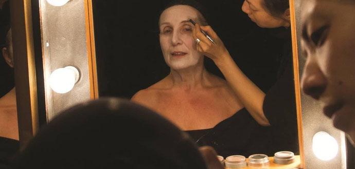 Visuel de l'affiche Molière - Un acteur se fait maquiller en loge